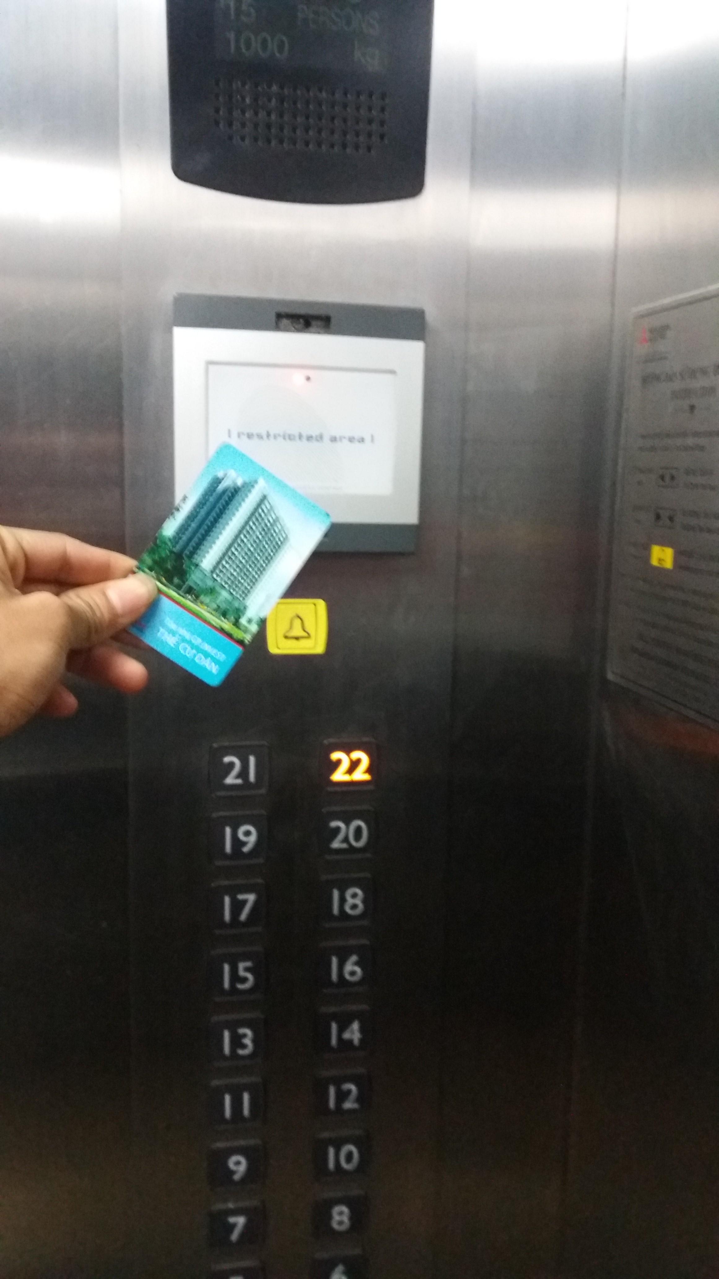 kiểm soát thẻ từ cho thang máy